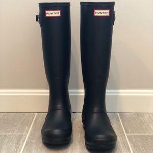 Women's matte black Hunter boots